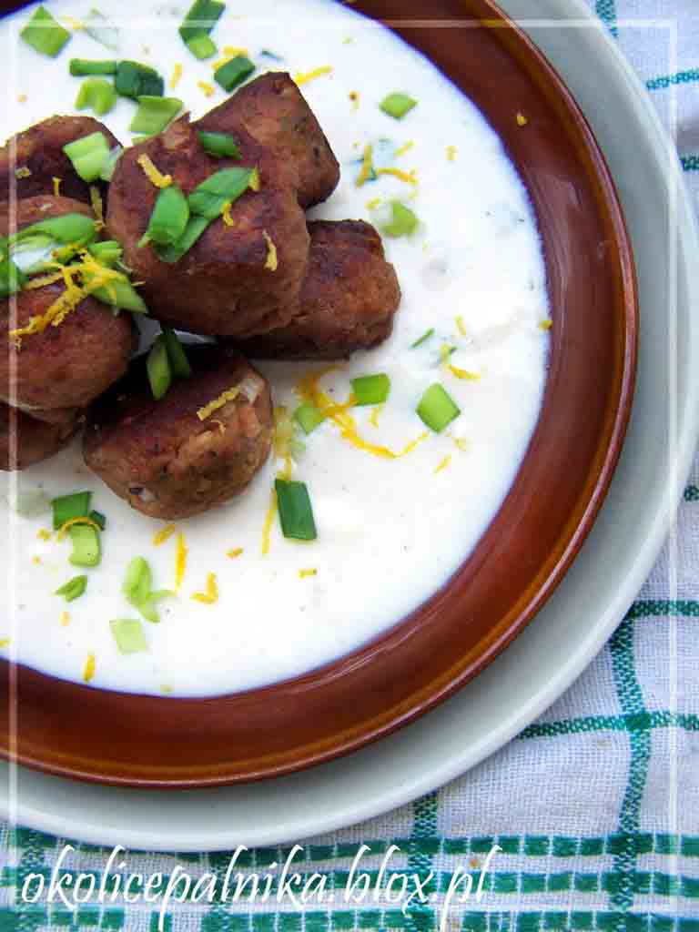 Greckie klopski z sosem serowym
