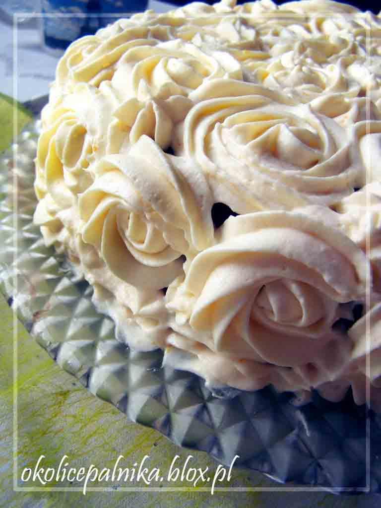 Urodzinowy tort w róże