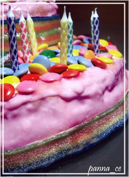 Truskawkowy tort urodzinowy