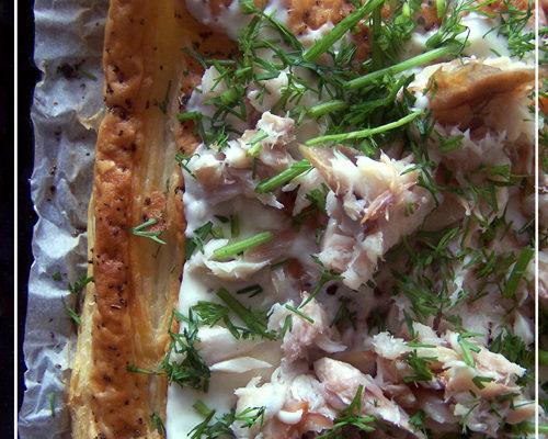 Tarta z makrelą i sosem chrzanowym