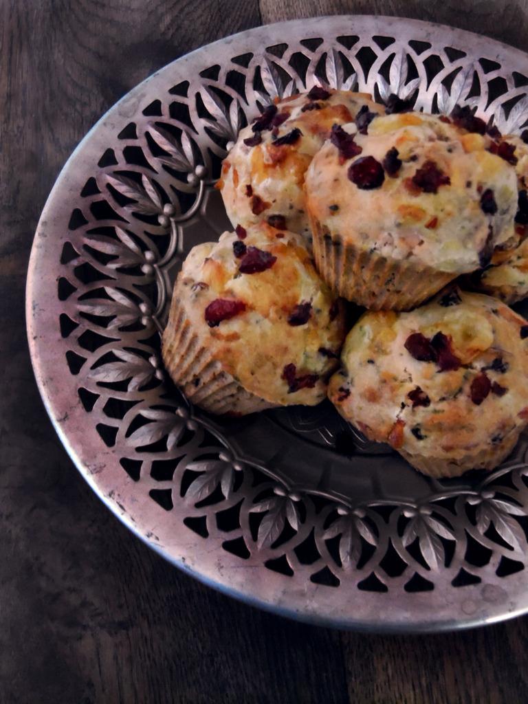 Muffinki z żurawiną i oscypkiem