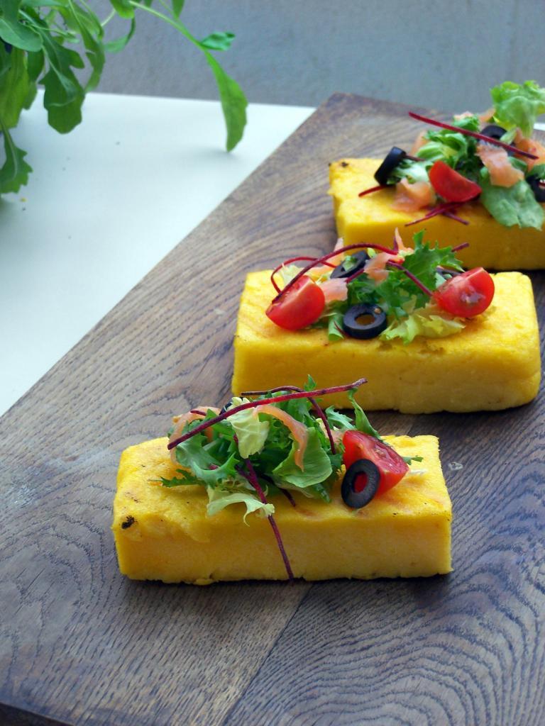Grillowana polenta z lekką sałatką