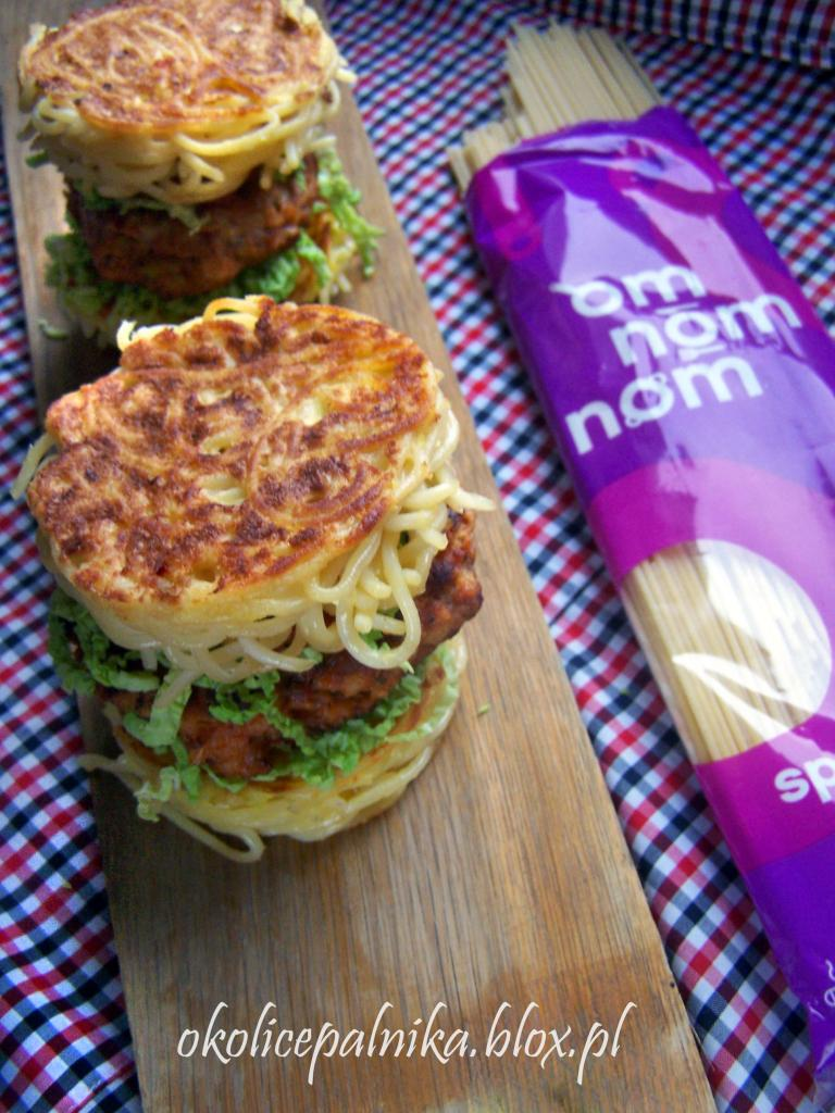Spaghetti ramen burger