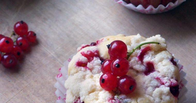 Muffinki na maślance z porzeczkami i kruszonką