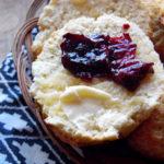 Scones - brytyjskie bułeczki na śniadanie