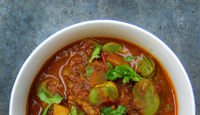 Curry z bobem i ziemniakami
