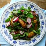 Sałatka z pieczonymi ziemniakami i szparagami