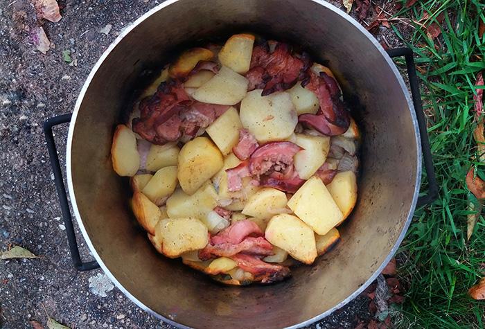 Pieczonki, duszonki – ziemniaki w kociołku