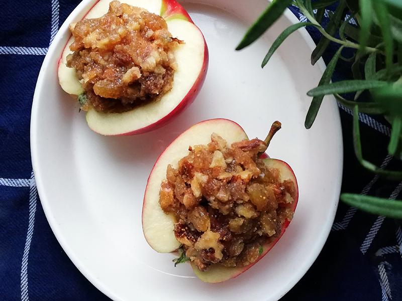 Pieczone jabłka w sosie karmelowym