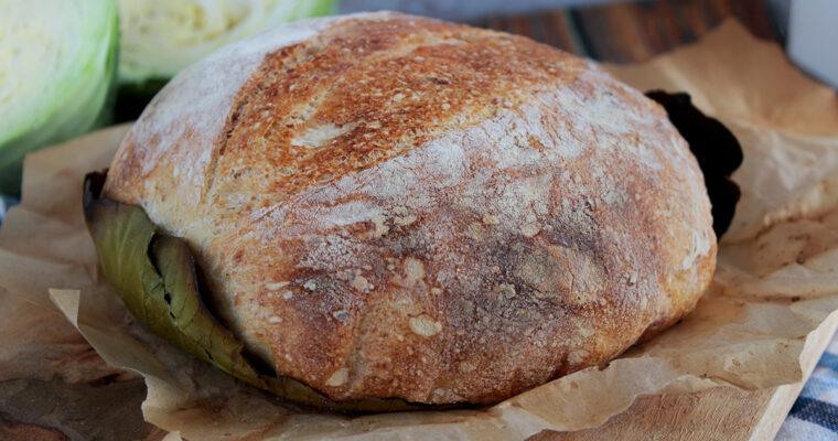 Chleb pieczony na liściu kapusty